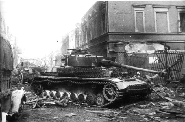 http://warwall.ru/bronya/srednij_tank_pzkpfw_iv-43.jpg